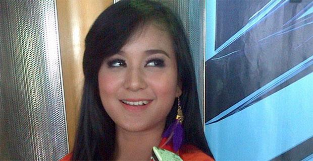 Juwita Bahar Dikabarkan Tinggal Bersama Kekasihnya di Bandung