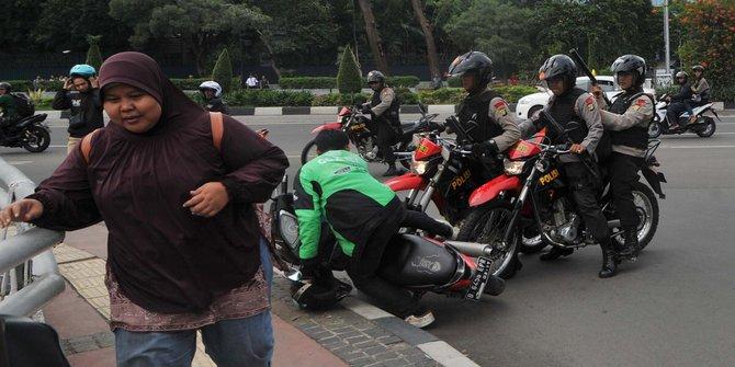 Pemukulan Terhadap Driver Gojek Oleh Polisi menggunakan Popor  Senjata