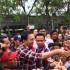 Ahok Diberi Semangat Oleh Warga saat Kampanye di Pademangan