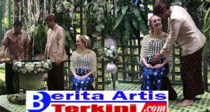 7 Bulanan Varsha Strauss, Panji Berbahagia