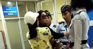 Istri Jendral Tampar Petugas Bandara