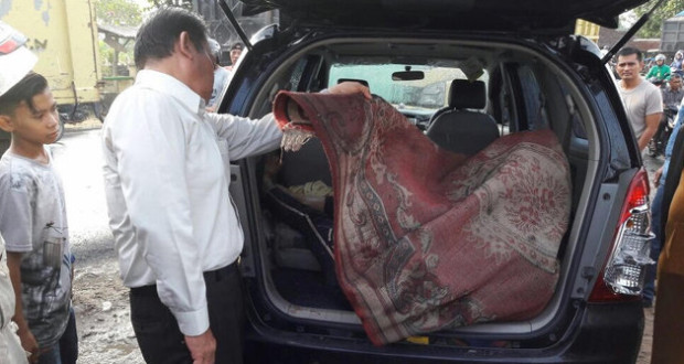 Temukan Sesosok Mayat Dibungkus Ambal Merah, Di Duga Pelaku rekan Korban
